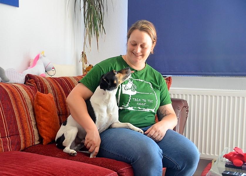 Lui, der kleine Hund der Autorin, war Namensgeber für den Drachenhund Graf Lui von Hicks. (Foto: © Martina Hörle)
