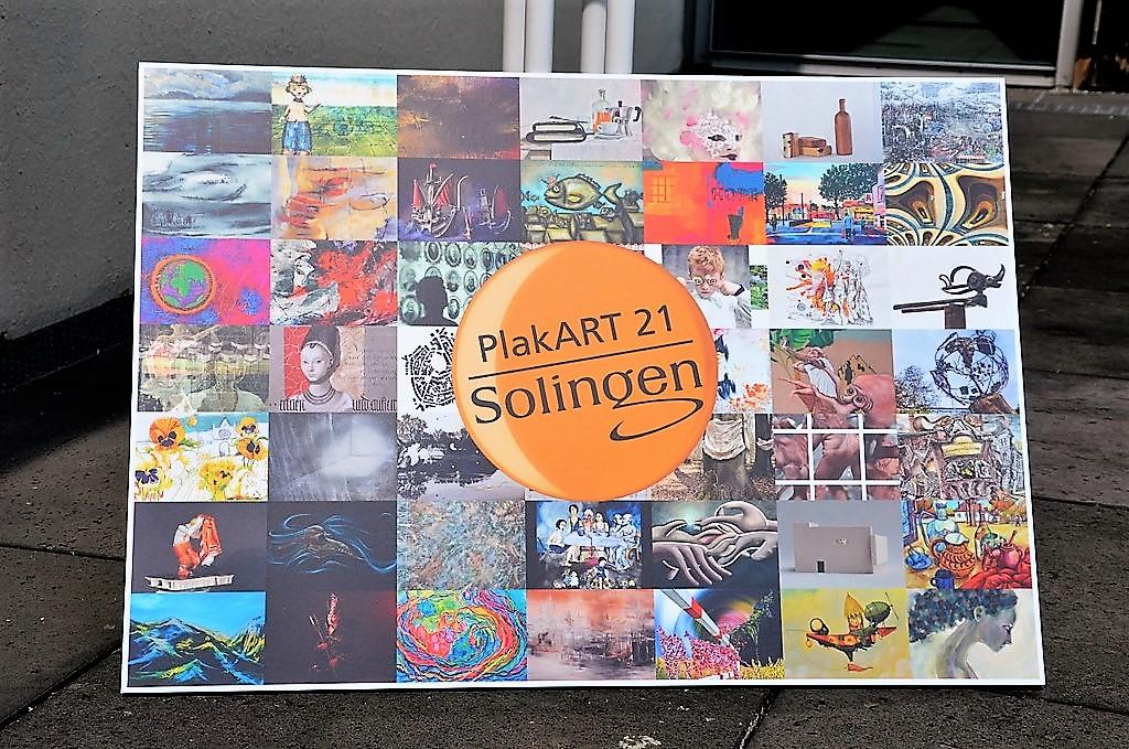 Das Plakat für die Aktion PlakART 21 zeigt alle teilnehmenden Kunstschaffenden auf einen Blick. (Foto: © Martina Hörle)