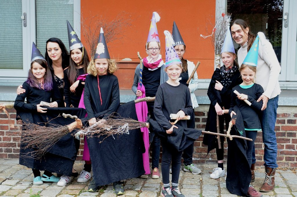 Zum Abschluss des Zauber-Workshops erhielt jeder der kleinen Zauberlehrlinge sein Zauber-Diplom. (Foto: © Martina Hörle)