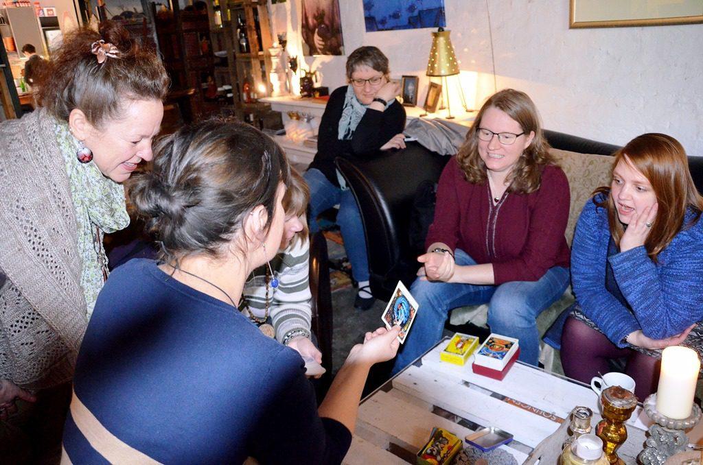 Praktische Übungen und kleine Workshops wechselten mit Vorträgen. Eigene Erfahrungen wurden ausgetauscht und Inspirationen gewonnen. (Foto: © Martina Hörle)