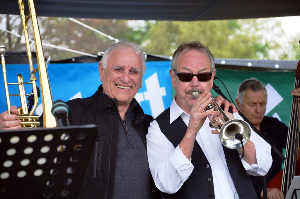 Vier Bands sorgten an diesem Wochenende für musikalische Unterhaltung. Hier spielt die Magnolia Jazzband und sorgt mit Schwung und Rhythmus für gute Laune. (Foto: © Martina Hörle)