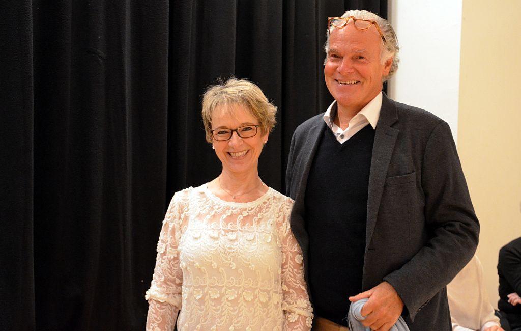 Chorleiterin Elisabeth Szakàcs und Rolf Schmitz-Malburg, Juror und Sänger beim WDR, freuen sich über das Ergebnis des Probenabends. (Foto: © Martina Hörle)