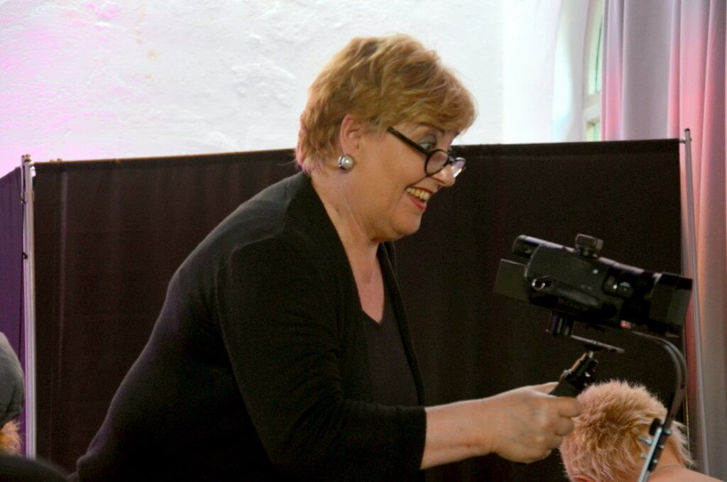 Monika Torner von TORNER.tv kümmert sich während der Fernsehshow gleich um sechs Kameras. (Foto: © Martina Hörle)