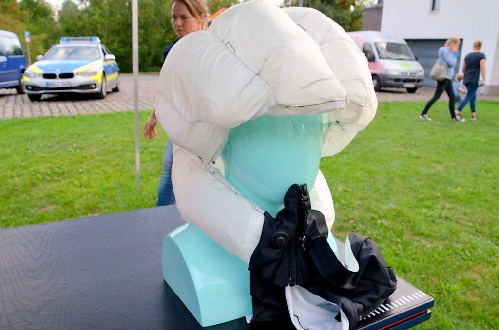 Der Airbag für den Kopf schützt den kompletten Kopfbereich, liegt derzeit aber noch im höheren Preissegment. (Foto: © Martina Hörle)