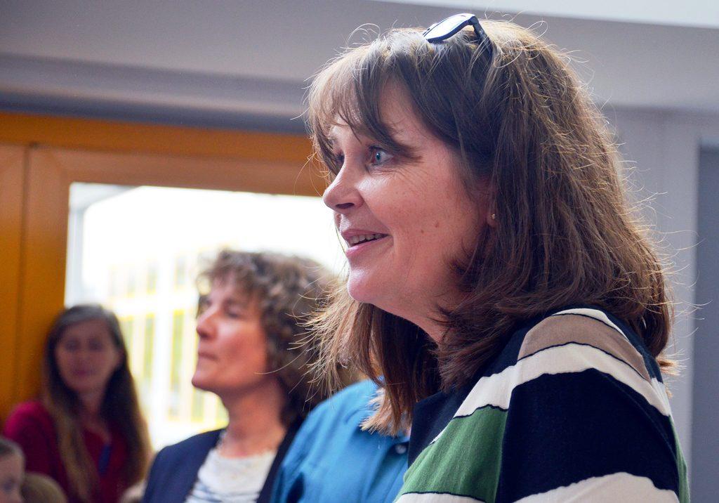 Schulleiterin Claudia Bialowons ist ganz begeistert von dem großen Besucherandrang. Die neuen Programmbausteine hält sie für eine ideale Ergänzung zu dem bisherigen Sportprofil. (Foto: © Martina Hörle)