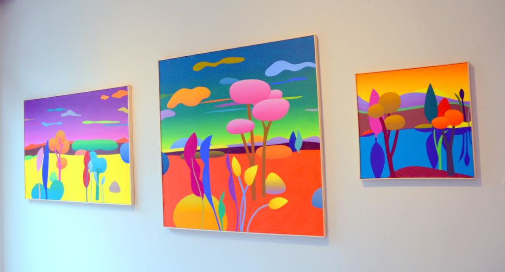 Julia Steinberg malt in Öl auf Leinwand. Sie bevorzugt kraftvolle Farben, mit denen sie durch diverse Kombinationen die für sie typischen Wechsel von Farbverläufen und Flächigkeit erzeugt. (Foto: © Martina Hörle)