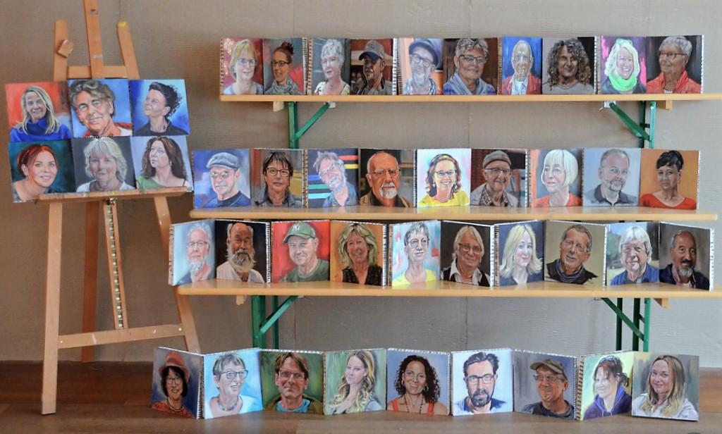 Insgesamt waren es 44 Künstlerporträts, die Kristina Eckel rechtzeitig zum Event fertiggestellt hatte. Die Kollegen waren begeistert. So manches Abbild hat bereits seinen Weg in das neue Zuhause gefunden. (Foto: © Martina Hörle)