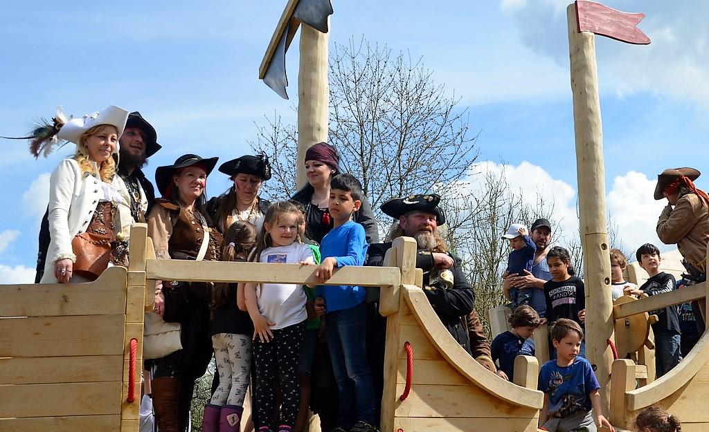 Piratenfest im Bärenloch: Der Seebär liegt vor Anker