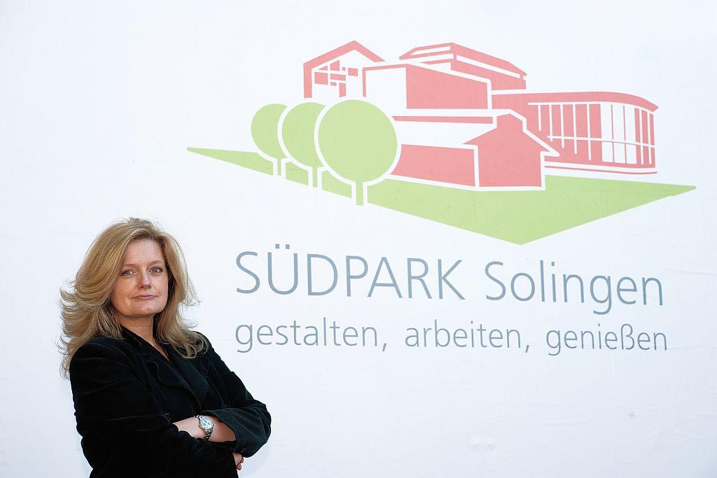 """Die Interessengemeinschaft """"Wir im Südpark Solingen"""" mit Südparkmanagerin Petra Krötzsch setzt sich für die Stärkung und Attraktivierung des Südparks ein. (Foto: © Rainer Karlhofer)"""