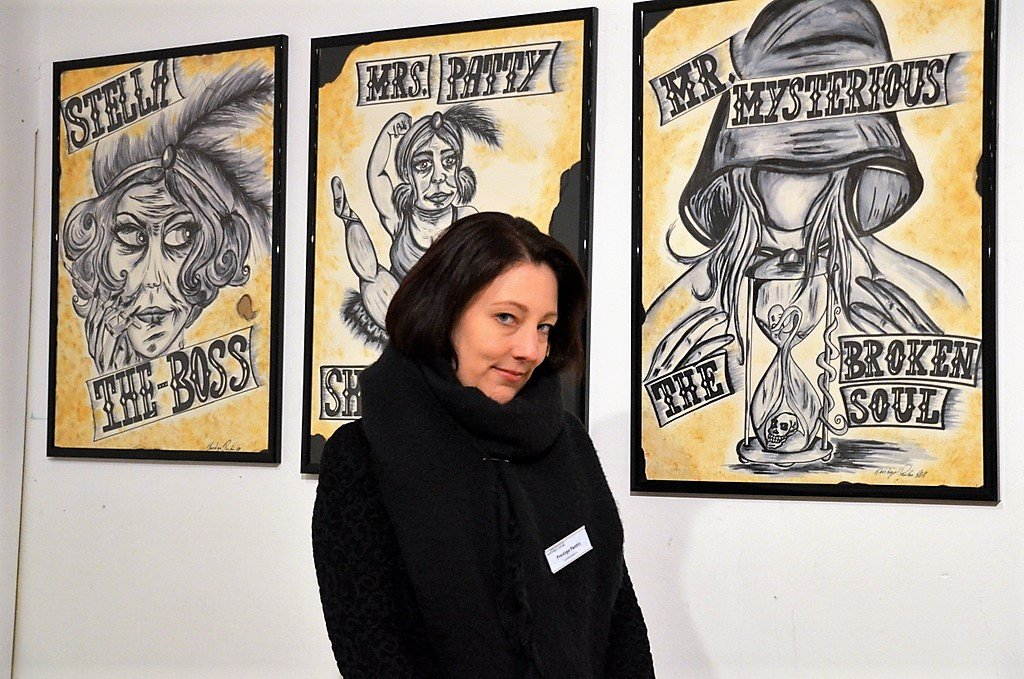 """Für Stefanie Schürmann ist es die erste Ausstellung überhaupt. Die Protagonisten ihrer """"Freak-Reihe"""" hat sie ihren Kurzgeschichten entnommen. (Foto: © Martina Hörle)"""