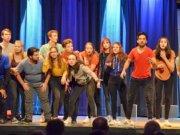 Im dritten Teil des Musicals geht es um Fragen nach der Zukunft. Auf ihrer Zeitreise machen die Jugendlichen eine erstaunliche Entdeckung. (Foto: © Martina Hörle)