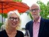 Anja Pfeiffer-Niederhagen, ehrenamtliche Organisatorin der kulturellen Ausstellungen, ist von den Werken des Künstlers Klaus Dreikausen begeistert. (Foto: © Martina Hörle)