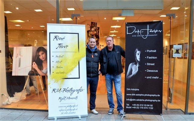 Die beiden Fotografen René Töwe (li.) und Dirk Adolphs stellen derzeit gemeinsam ihre Werke aus. (Foto: © Martina Hörle)