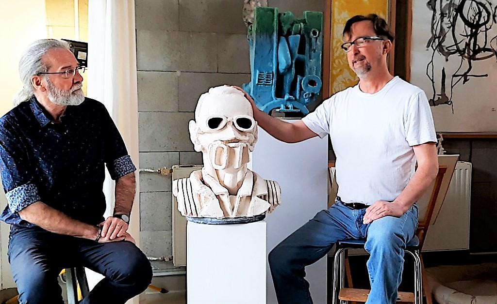 Bildhauer Boris von Reibnitz (re.) spricht mit Ingo Schleutermann über seine Auseinandersetzung mit der menschlichen Gestalt. (Foto: © Ute Puslat)
