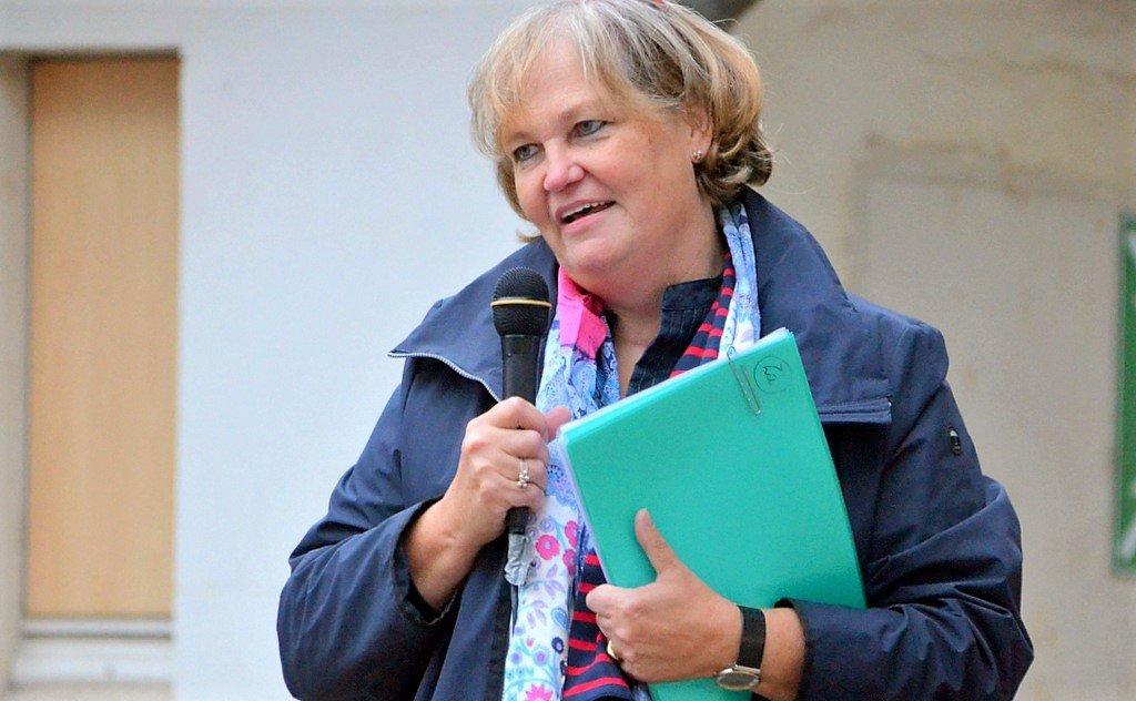 Schulleiterin Katharina Löwe-Hoffmann war begeistert von der bislang größten Wanderung der Schule. (Foto: © Martina Hörle)