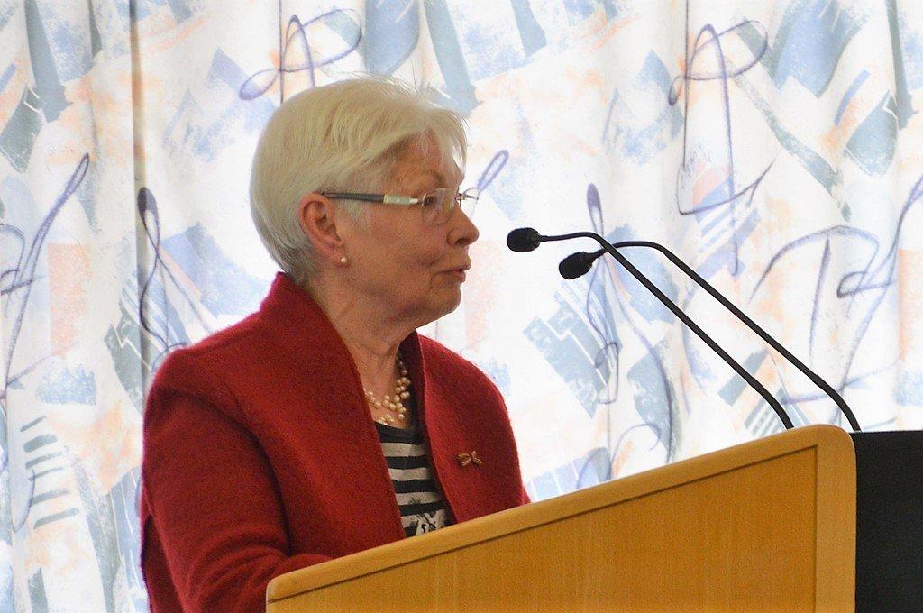 Gründungsmitglied Helga Guhra erinnert sich in einer kurzen Ansprache an die Anfänge. (Foto: © Martina Hörle)