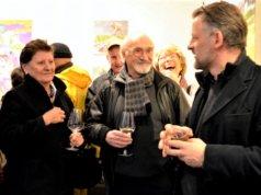 Künstler Helmut Büchter (Mitte) stellt zum ersten Mal bei Dirk Balke (re.) in der Galerie ART-ECK aus. (Foto: © Martina Hörle)