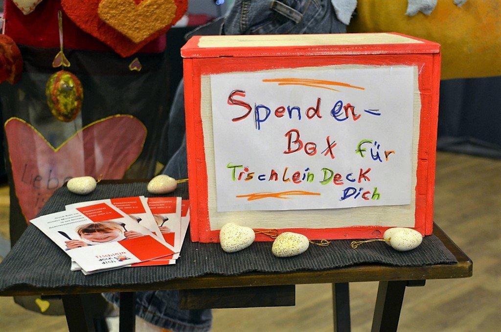 Die Spendenbox für Tischlein Deck Dich darf bei keiner Aktion fehlen. (Foto: © Martina Hörle)