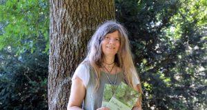 Saga Grünwald vom custos verlag liest gemeinsam mit Martina Hörle und Mona Thiersch aus der neuen Anthologie. (Foto: © Martina Hörle)