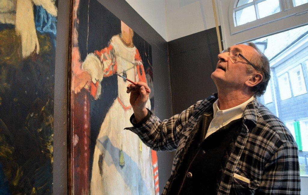 Iacob arbeitet immer wieder an seinen Darstellungen – solange, bis sie verkauft sind. (Foto: © Martina Hörle)