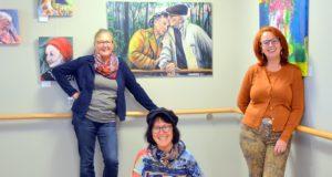 Die Künstlerinnen Kristina Eckel, Heike Ponge und Fia Biba (v. li.) zeigen derzeit in einer Gemeinschaftsausstellung im Gerhard-Berting-Haus einen Querschnitt durch die Vielfalt ihrer Bilder. (Foto: © Martina Hörle)