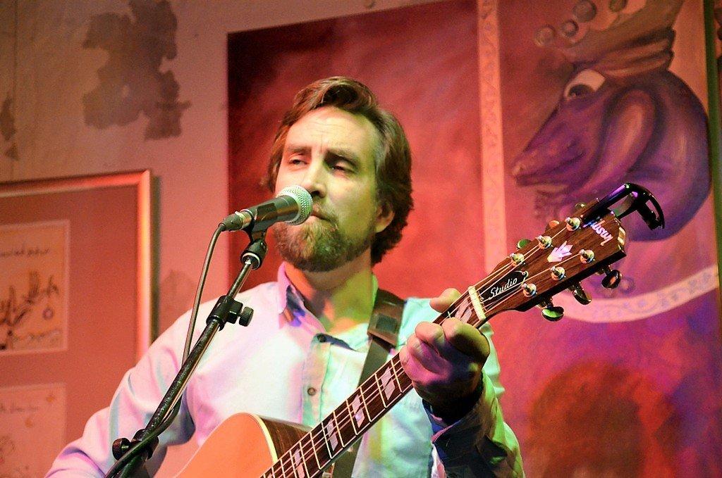 Nick Zubeck eröffnete das Konzert mit einem Querschnitt seines reichhaltigen Repertoires. (Foto: © Martina Hörle)