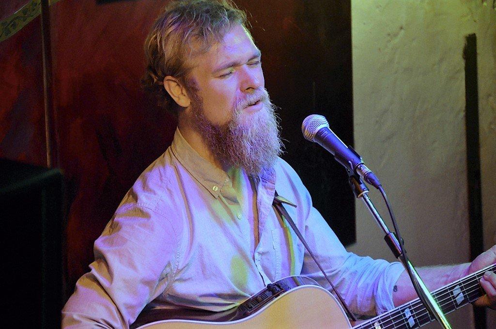 Benjamin Hermann interpretiert seine Songs auf ganz individuelle Art. (Foto: © Martina Hörle)