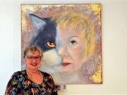 Die Solinger Künstlerin Ingeborg Saes liebt Katzen über alles. Die rechte Hälfte des Bildes ist ein Selbstporträt, die linke Hälfte ihre Lieblingskatze. (Foto: © Martina Hörle)
