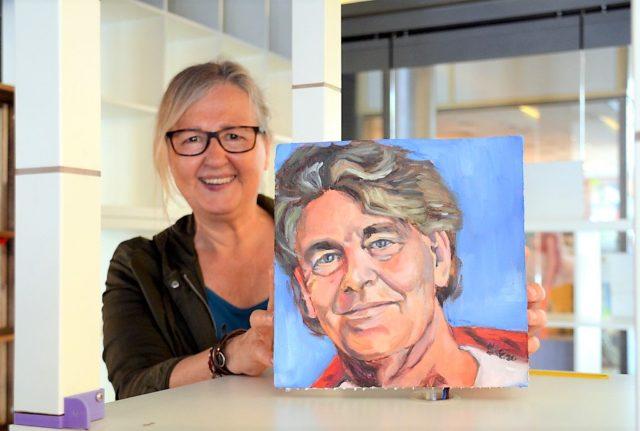 Mehr als 40 Künstlerkollegen will Kristina Eckel für ihre neue Porträtreihe malen. Die ersten 13 Bilder sind bereits fertig. (Foto: © Martina Hörle)