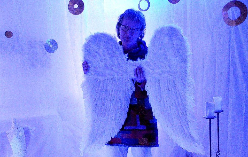 """Im Atelier Koester & Lauster veranstaltet Christina Koester eine Fotoaktion """"Einmal Engel sein"""". (Foto: © Martina Hörle)"""