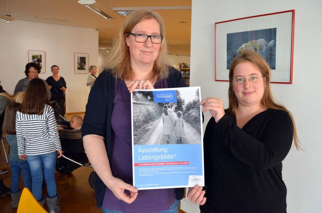 Andrea Steinmüller (li.) und Vanessa Rohrbeck haben diese Ausstellung organisiert. Beide sind mit mehreren eigenen Bildern vertreten. (Foto: © Martina Hörle)