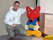 Marcel Buntenbach stellt Kunstwerke aus Lego her. Der Lego-König besitzt rund 2,8 Millionen Steine. Allein für diesen Fuchs hat er 5.000 Teile verbraucht. (Foto: © Martina Hörle)