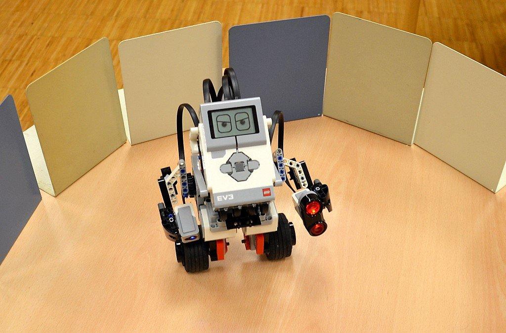 Die neuen Roboter ermöglichen erste Schritte in die Welt des Programmierens. (Foto: © Martina Hörle)