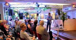 Stadtarchivar Ralf Rogge erzählte im Restaurant Hitze-Frei Interessantes und Informatives zur Entstehung der Städtevereinigung. (Foto: © Martina Hörle)