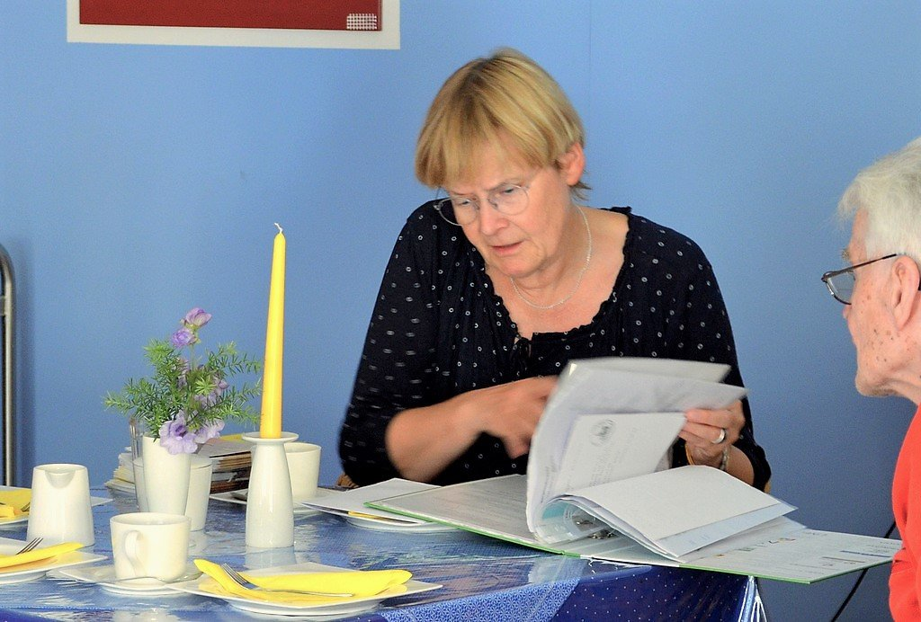 Gerne beantwortete Hannelore Schmid Fragen und prüfte auch vorhandene Unterlagen. (Foto: © Martina Hörle)