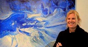 """In der Ausstellung """"Tiefe"""" zeigt Petra Höcker Arbeiten voll Kraft und Emotion, zu denen sich der Betrachter seinen eigenen Zugang schaffen soll. (Foto: © Martina Hörle)"""