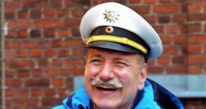 Polizeihauptkommissar Ulrich Schmidt geht mit 62 Jahren als Polizist in den wohlverdienten Ruhestand. Doch als Verkehrsexperte bleibt er Solingen weiter erhalten. (Foto: © Martina Hörle)