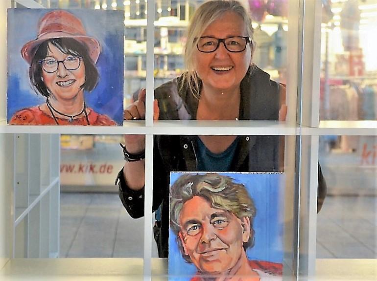 Seit Juli malt Kristina Eckel unermüdlich Porträts. Angefangen hat sie mit den Konterfeis ihrer Künstlerkollegen. Die Nachfrage ist groß. (Archivfoto: © Martina Hörle)