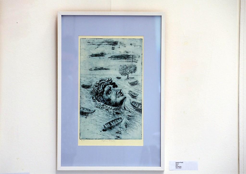 Im Exponat von Stephan Preuß schwimmt ein Kopf zwischen leeren Booten. Das Gesicht entspricht Michelangelos David von Florenz. (Foto: © Martina Hörle)