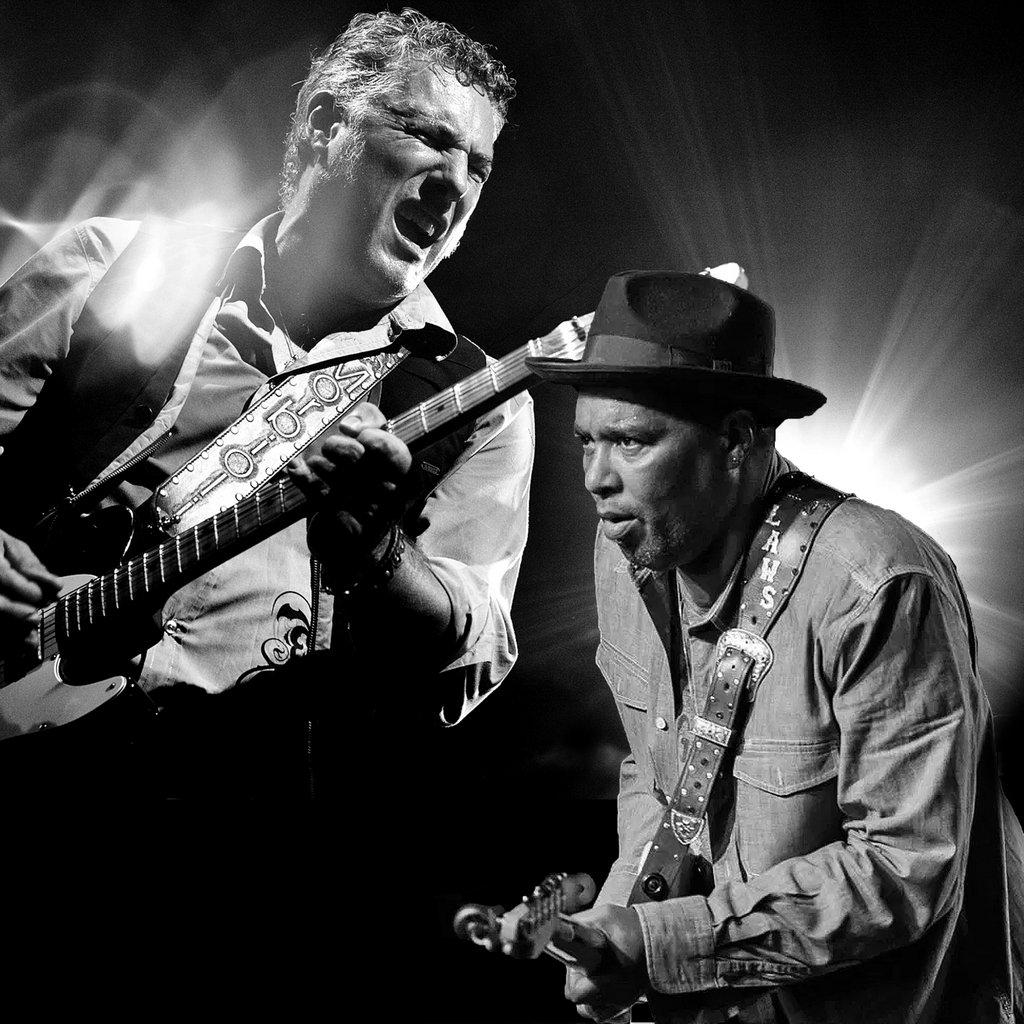 Rob Mo (li.) & Willie J. Laws übernehmen den musikalischen Auftakt. (Foto: © Claudia Murgese)