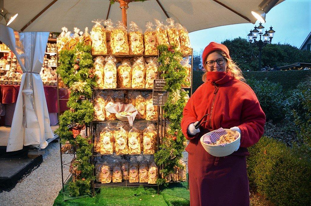 Lebe gesund ist ebenfalls mit einem Stand vertreten und bietet neben vielen anderen Köstlichkeiten getrocknete Apfelringe ohne Zusätze an. (Foto: © Martina Hörle)