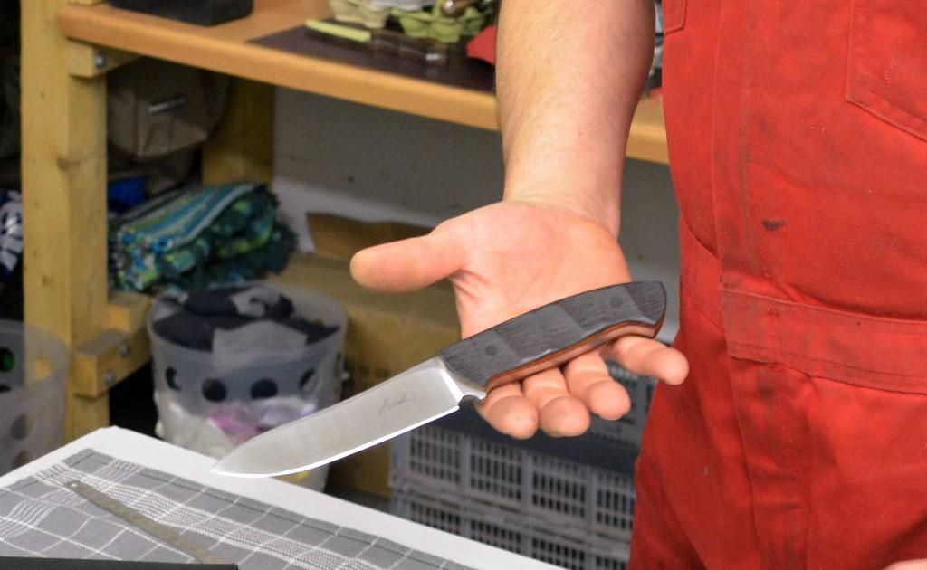 Messer mit Griffmulden liegen besonders gut in der Hand. (Foto: @ Martina Hörle)