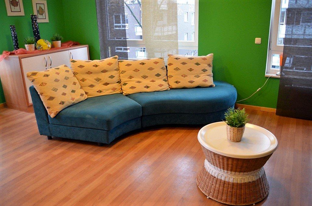 Gäste und Mitarbeiter sollen sich in der Einrichtung wohlfühlen. Überall gibt es behagliche Ecken. Dieser Raum dient der Entspannung. (Foto: © Martina Hörle)