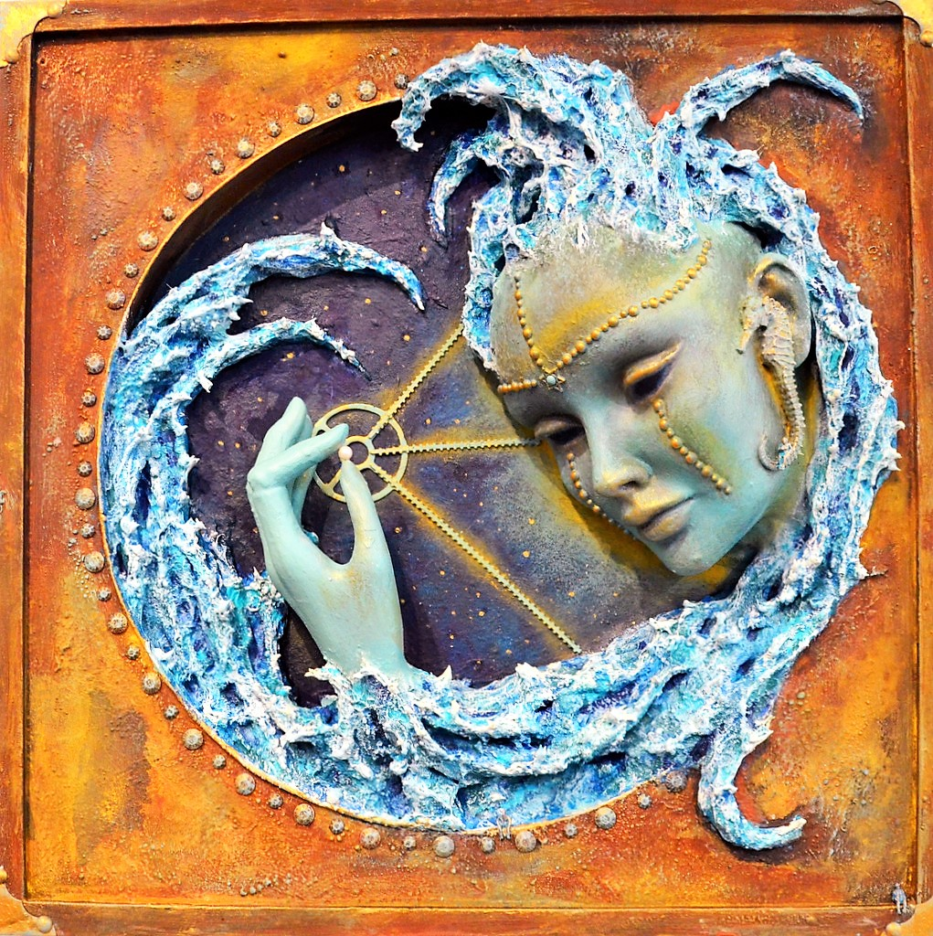 """Endrijautzkis Kunstwerk """"Mother Pearl"""", eine Assemblage Skulptur, ist eine Hommage an die verstorbene Ausnahmekünstlerin Wülfing. (Foto: © Martina Hörle)"""