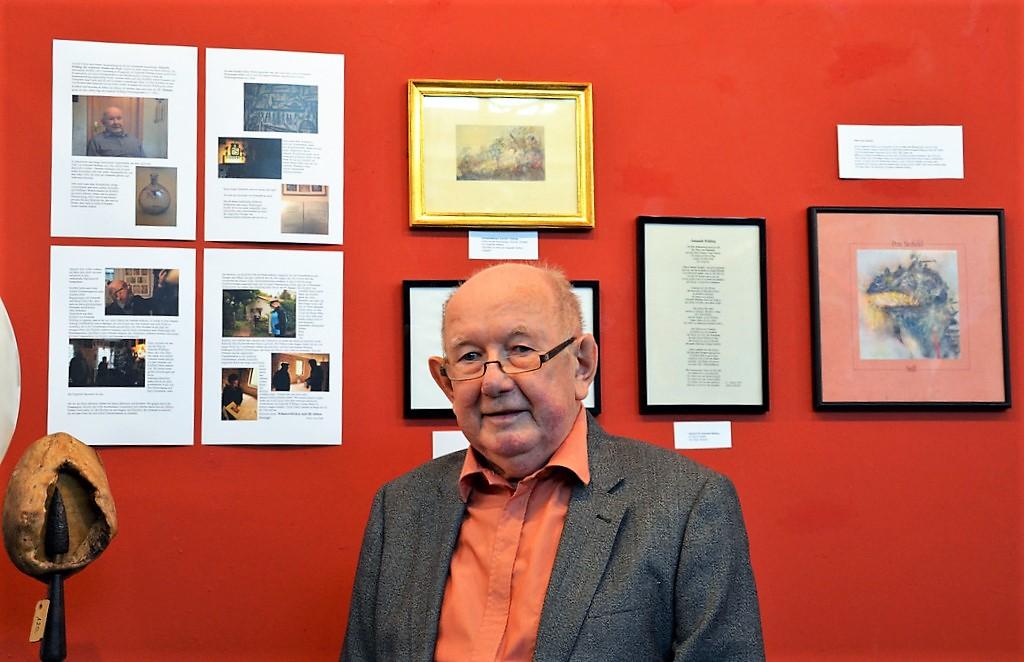 Der Wuppertaler Edwin Markert hat die große Künstlerin viele Jahre als Nachbarin kennengelernt. Zur Veranstaltung trägt er ein selbstverfasstes Gedicht über Sulamith Wülfing vor. (Foto: © Martina Hörle)