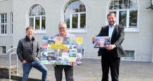Heute stellten Dirk Balke, Joachim Radtke und Oberbürgermeister Tim Kurzbach (v. li.) im Kunstmuseum die vom 1. bis 10. September laufende stadtweite Kunstaktion vor. (Foto: © Martina Hörle)