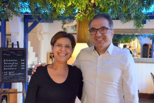 Restaurantbesitzer Jannis Topalidis ist gemeinsam mit seiner Frau seit bald 30 Jahren die gute Seele der Taverne Mykonos in Höhscheid. (Foto: © Martina Hörle)