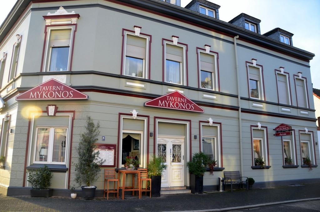 Die gemütliche Taverne liegt gut erreichbar an der Regerstraße, ganz in der Nähe des Höhscheider Denkmals. (Foto: © Martina Hörle)