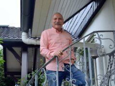 Knapp ein Jahr ist es jetzt her, dass Ulli Schmidt seine Polizeiuniform an den Nagel gehängt hat. Doch der Pensionär ist alles andere als im Ruhestand. (Foto: © Martina Hörle)