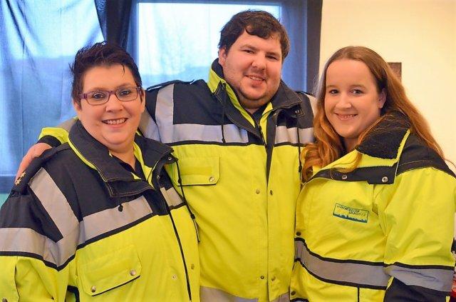 Silvia Schäfer, Nico Rücker und Sabrina Gebien (v. li.) von den Verkehrshelfern Solingen suchen zur Unterstützung weitere Mitstreiter. Ebenso dringend ist eine Vereinsunterkunft notwendig. (Foto: © Martina Hörle)